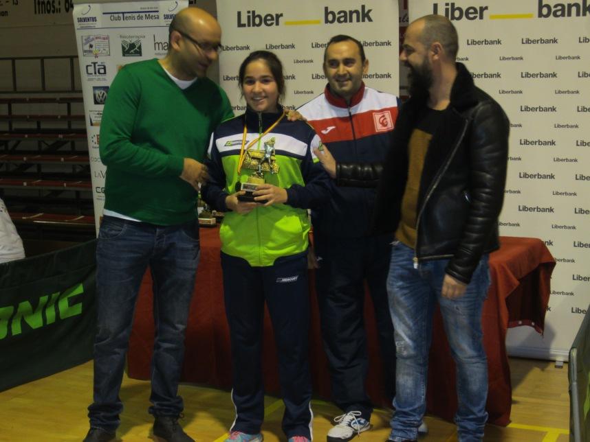 Verónica Pintor-entrega trofeos